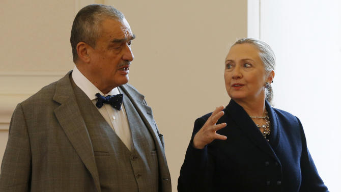 Clinton pushes US bid for Czech nuclear project