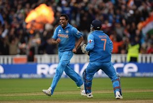 Ravichandran Ashwin (L) celebrates the wicket of Joe Root with Mahendra Singh Dhoni during the ICC Champions Trophy Final between England and India at Edgbaston on June 23, 2013 in Birmingham, England. (Getty Images)