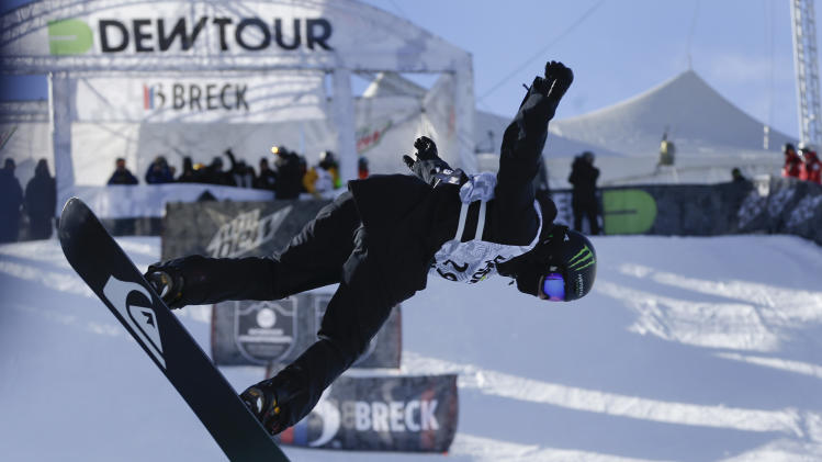Shaun White to skip halfpipe at qualifier