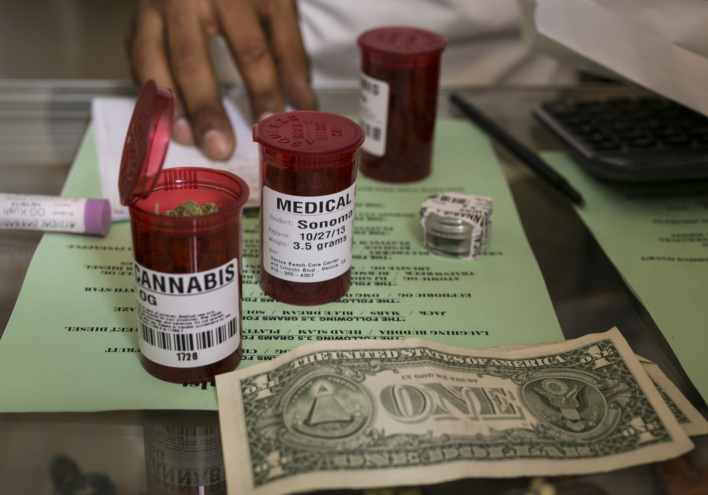 California lawmakers weigh rules for medicinal pot shops