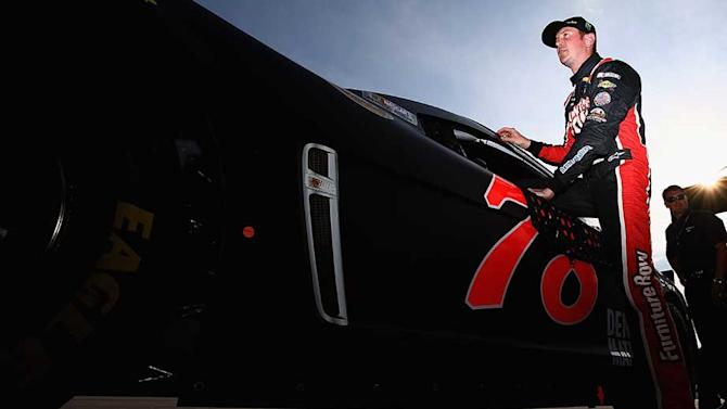 Kurt Busch wins Southern 500 pole with track record