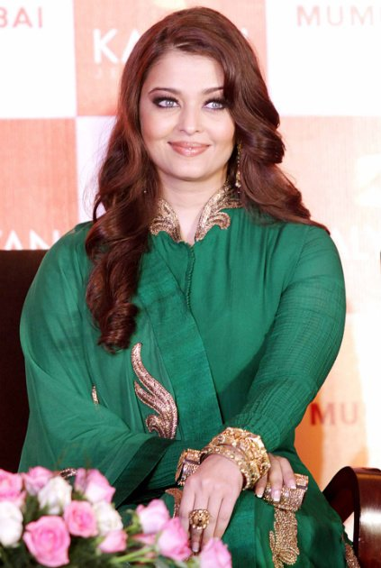 Is Aishwarya hiding a baby bump?
