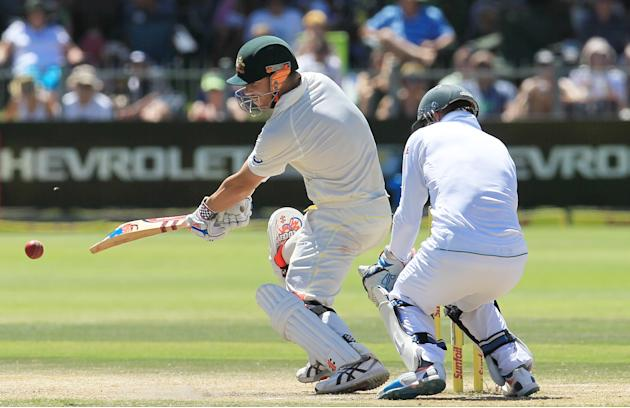 Australia's batsman David Warner, left, plays a side shot as South Africa's wicketkeeper AB de Villiers, right, watches on the fourth day of their 2nd cricket test match at St George's Par