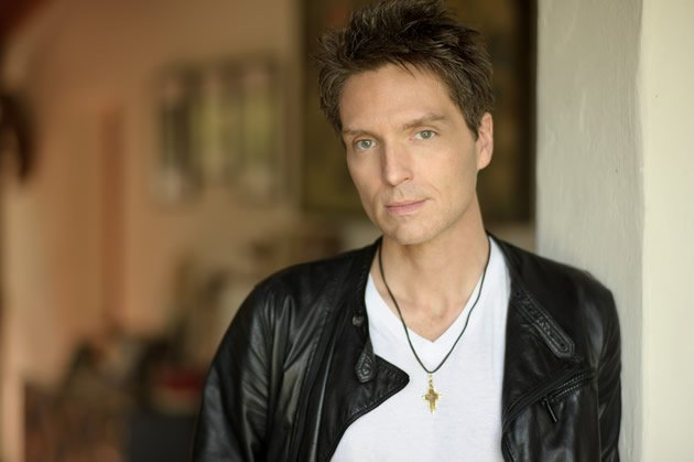 Internationally-acclaimed singer-songwriter Richard Marx shares that he always stayed away from drugs as he feared he would love them. (Photo courtesy of Universal Music)