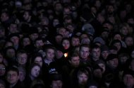 A woman holds a lit candle as people wait for Ukrainian opposition leader Yulia Tymoshenko at a rally in the Independence Square in Kiev February 22, 2014. REUTERS/Baz Ratner