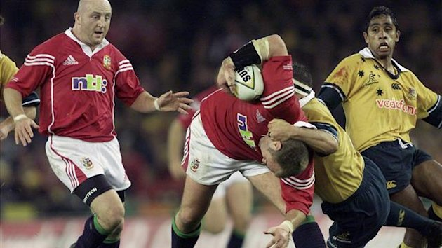 British and Irish Lions player Derek Quinnell (2L) is tackled in 2001 (Reuters)