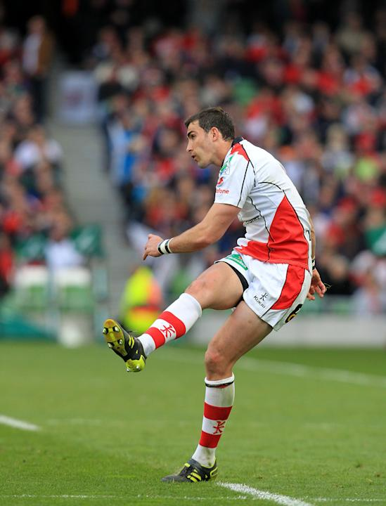 Ulster's Ruan Pienaar watches his pentaly kick against Edinburgh to put Ulster ahead during the semi-final European Rugby match at the Aviva Stadium in Dublin, Ireland on April 28, 2012.  AFP PHOTO/ P