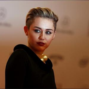 Miley Cyrus Bleached Her Eyebrows!