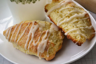 How to Make Starbucks Petite Vanilla Bean Scones