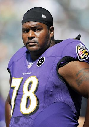 Tackle Bryant McKinnie joins Dolphins practice