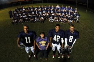 Chy Johnson and the Queens Creek football team — BYU.edu