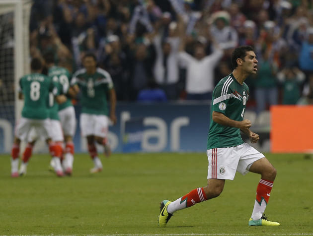 Mexico beats Panama 2-1 to revive WCup hopes