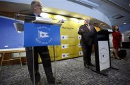 Australian billionaire Clive Palmer (C) appears with Markku Kanerva of Deltamarin (L) and Helen Benziger (R), the great-granddaughter of Titanic survivor Molly Brown at a news conference, as he announces plans for the building of his cruise ship Titanic II under the Blue Star Line in New York, February 26, 2013. According to Palmer, Titanic II, which will be a modern close replica of the original HMS Titanic which sank on her maiden voyage in the North Atlantic ocean on April 15, 1912, killing more than 1500 passengers and crew, will be privately funded and built at the CSC Jingling Shipyard in China, with her maiden voyage being from Southampton England to New York in late 2016. REUTERS/Mike Segar