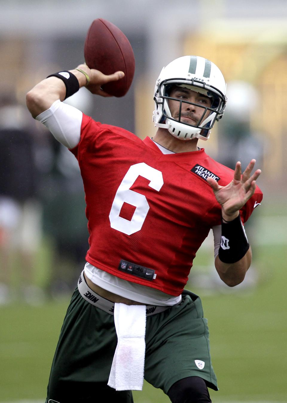 New York Jets quarterback Mark Sanchez throws during NFL football practice, Thursday, May 24, 2012, in Florham Park, N.J. (AP Photo/Julio Cortez)