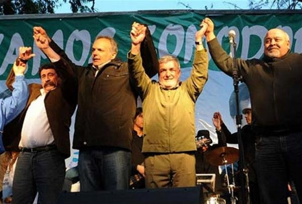 Buzzi y Das Neves, junto al lder de la agrupacin, Ral Murga (izq.)