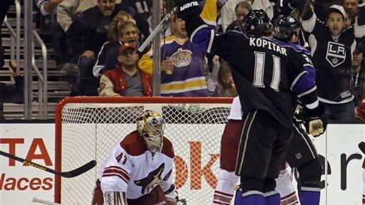 Bernier makes 40 saves in Kings' win over Coyotes