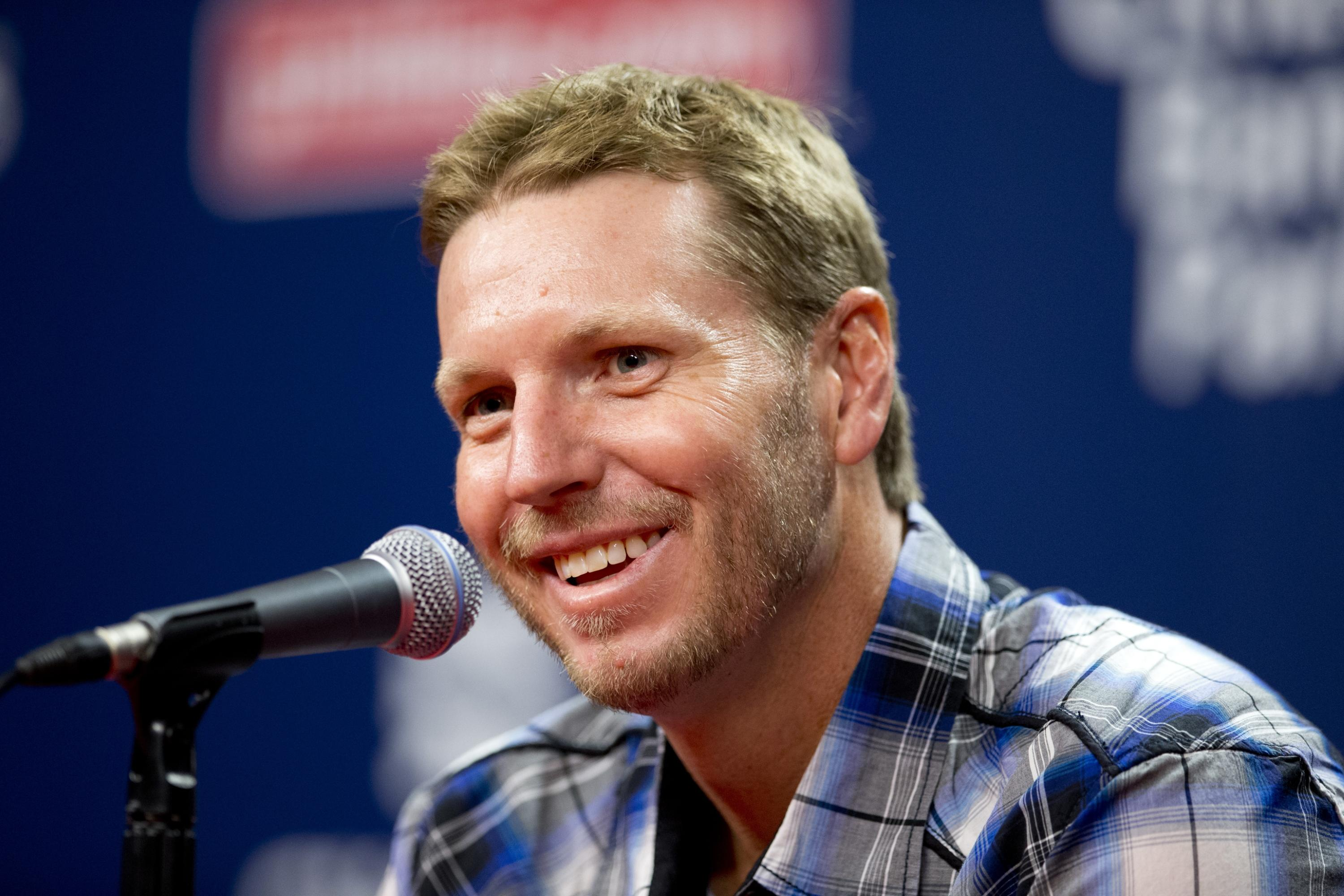 Latest Twitter photo proves there's nothing Roy Halladay can't do