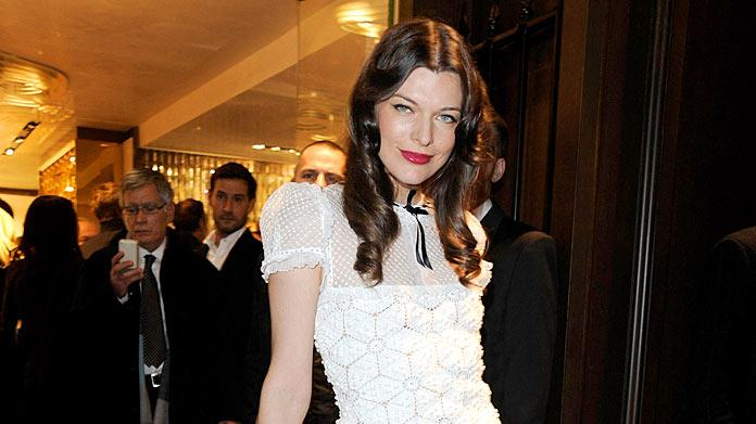 Jovovich Milla Paris Fashion Week