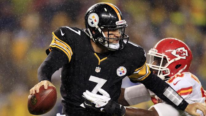 Pittsburgh Steelers quarterback Ben Roethlisberger (7) is pressured by Kansas City Chiefs outside linebacker Justin Houston (50) in the first quarter of an NFL football game in Pittsburgh, Monday, Nov. 12, 2012. (AP Photo/Gene J. Puskar)