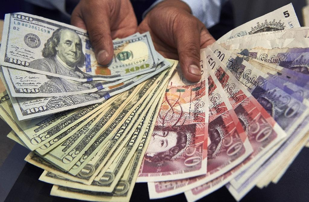 Dollar swoons after Trump critique; Pound rises on Brexit plan