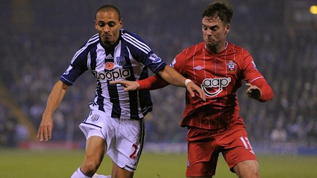 West Bromwich : West Bromwich Albion's Nigerian forward Peter Odemwingie (L) vies with Southampton's Scottish defender Danny Fox