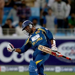 Sri Lanka hold nerve to beat Pakistan, level series