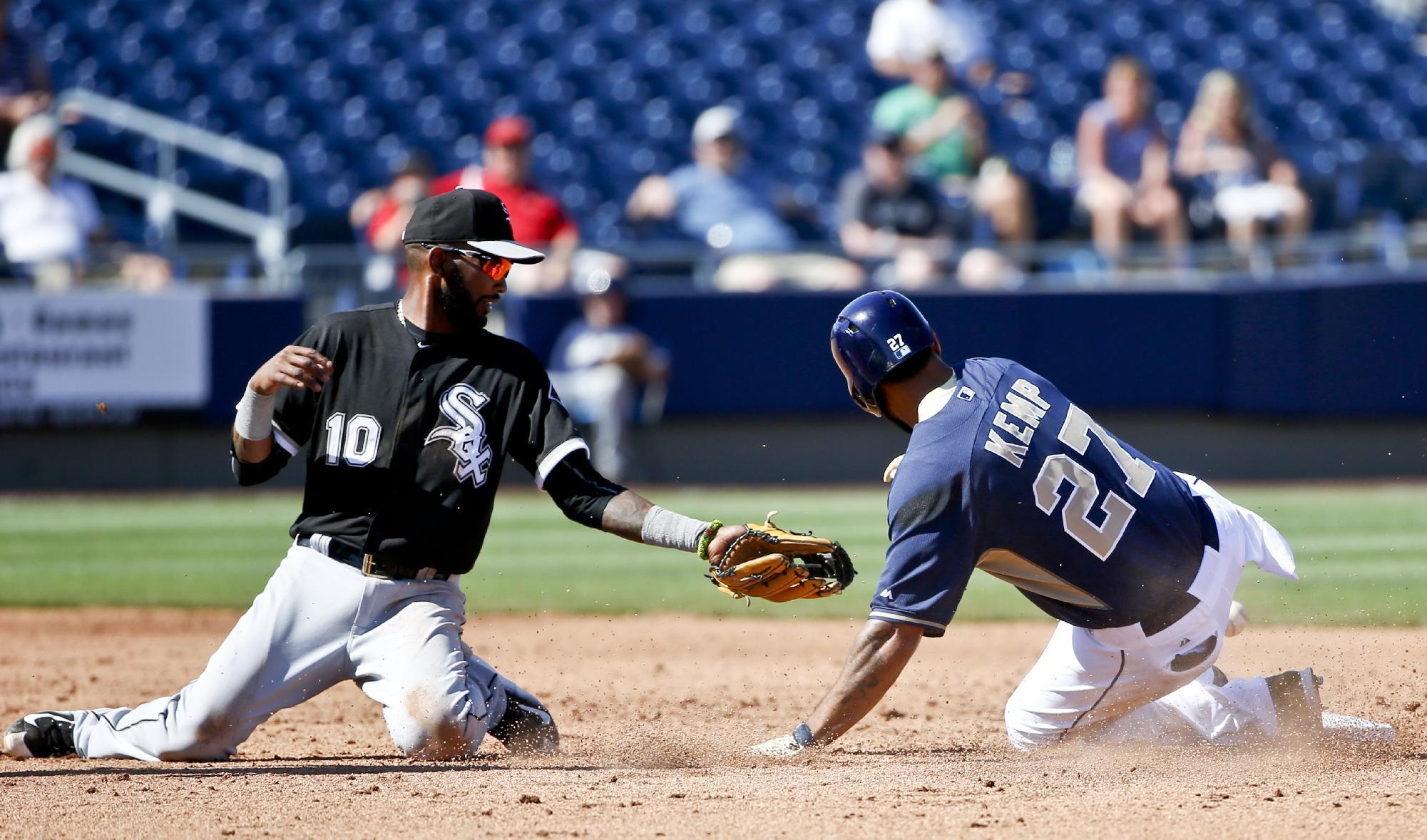 White Sox lose in ninth after failing to challenge a blown call at second