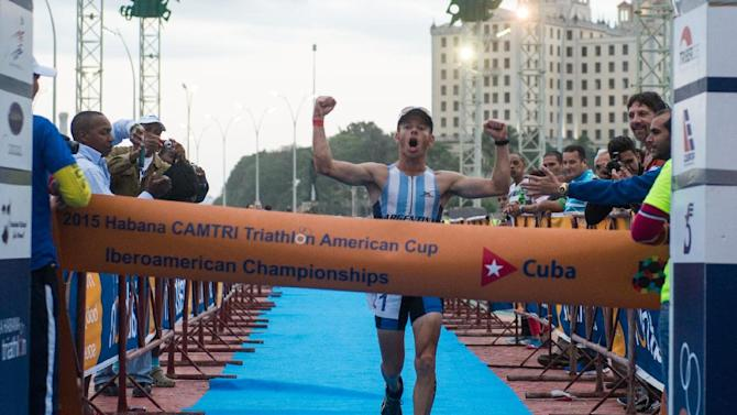 Argentinian Juan Manuel Asconape celebrates at the finish line as he wins the first place in the Ibero-American Triathlon Championship in Havana, on January 25, 2015