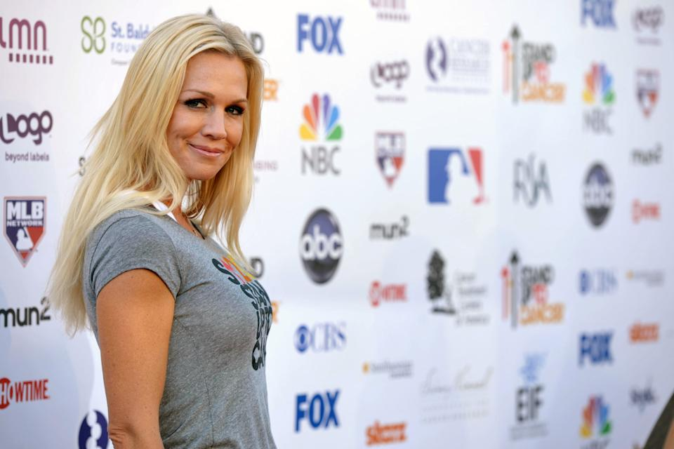 "Actress Jennie Garth attends the ""Stand Up to Cancer"" event at the Shrine Auditorium on Friday, Sept. 7, 2012 in Los Angeles. The initiative aimed to raise funds to accelerate innovative cancer research by bringing new therapies to patients quickly.  (Photo by John Shearer/Invision/AP)"