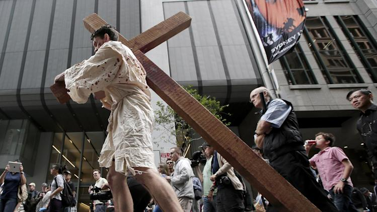 "David Carnell plays a part of Jesus Christ during a ""Journey to the Cross"" procession while celebrating Good Friday in Sydney, Australia, Friday, March 29, 2013. The annual event by Wesley Mission tells the Easter story in a modern Australia. (AP Photo/Rick Rycroft)"