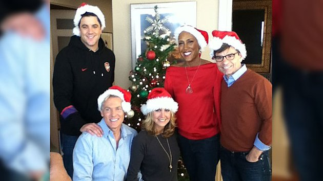 'GMA' Team Joins Robin Roberts to Deck the Halls