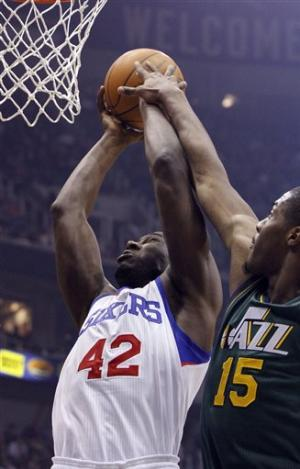 Favors scores 20 points to lift Jazz over Sixers