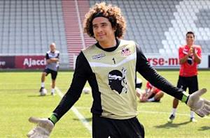 Brent Latham: Guillermo Ochoa, wanted by Liverpool, has been forgotten by Mexico