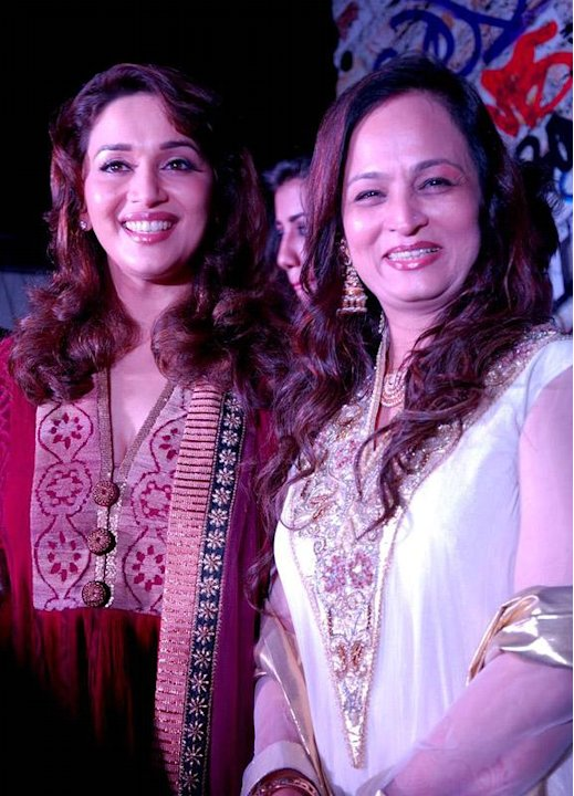Spotted: Madhuri, Bipasha-251-12256