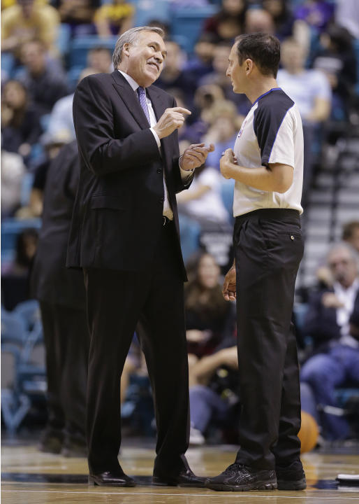 Los Angeles Lakers coach Mike D'Antoni talks with referee Marat Kogut (68) during a time out of a preseason NBA basketball game against the Sacramento Kings, Thursday, Oct. 10, 2013, in Las Vegas. The