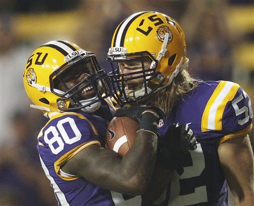 No. 3 LSU overcomes sloppiness, beats Towson 38-22