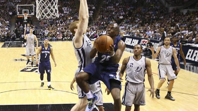Memphis Grizzlies' Quincy Pondexter (20) goes up for a shot against San Antonio Spurs' Matt Bonner during the first half in Game 2 of the Western Conference finals NBA basketball playoff series, Tuesday, May 21, 2013, in San Antonio. (AP Photo/Eric Gay)