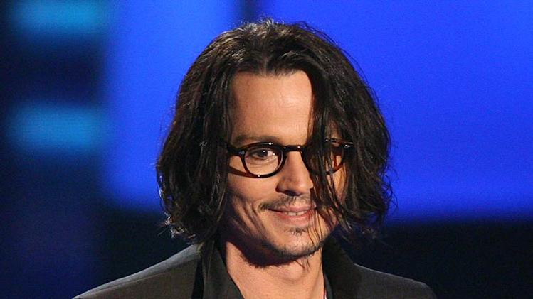Johnny Depp accepts Best Performance award for ìPirates of the Caribbean: Dead Man's Chestî at the 2007 MTV Movie Awards.