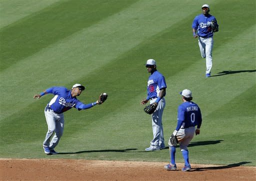 Cubs' Castro pulls up with hamstring tightness