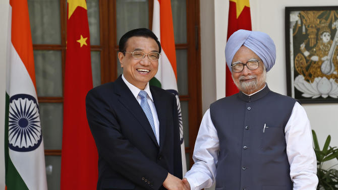 Indian Prime Minister Manmohan Singh, right, and Chinese Premier Li Keqiang pose for photographers before a meeting New Delhi, India, Monday, May 20, 2013. Just weeks after a tense border standoff, Li visited India on his first foreign three-day trip as the neighboring giants look to speed up efforts to settle a decades-old boundary dispute and boost economic ties. (AP Photo/Saurabh Das)