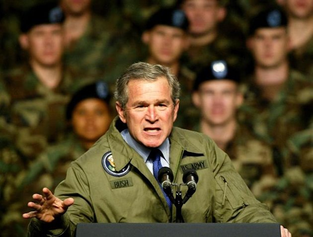 US PRESIDENT GEORGE BUSH MAKES A POINT DURING SPEECH TO ARMY TROOPS IN