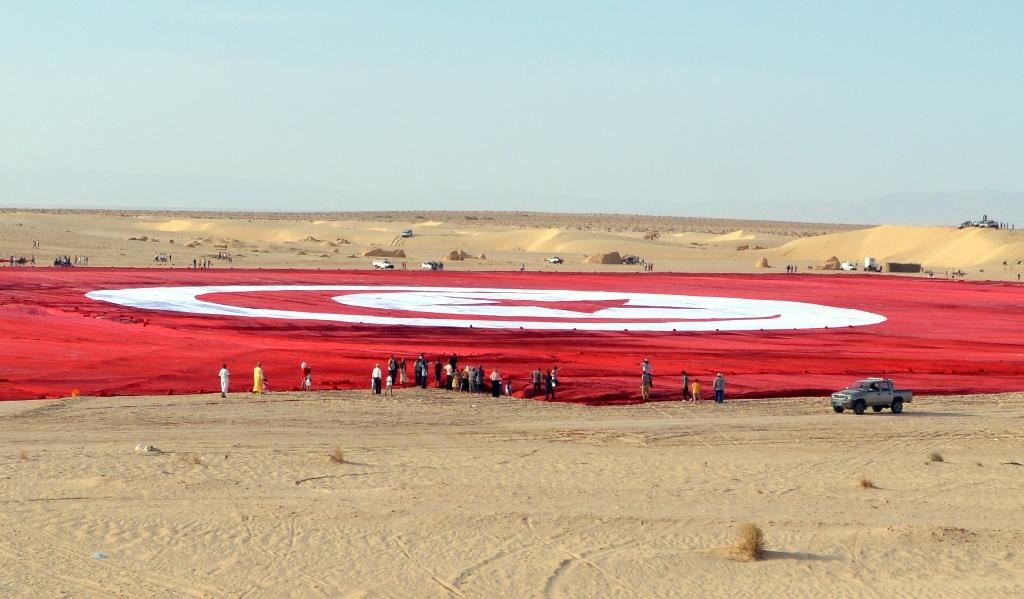 Tunisians unfurl world's 'largest' flag