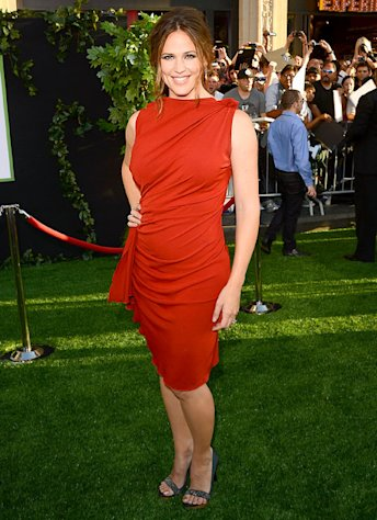Jennifer Garner Shows Off Sexy Post-Baby Body in Draped Red Dress