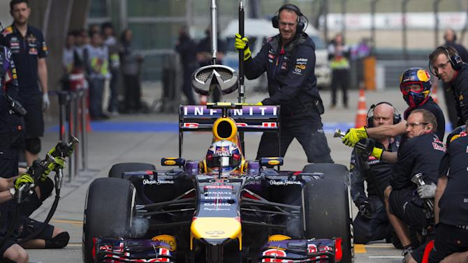 Ricciardo fastest in rainy practice at Chinese GP