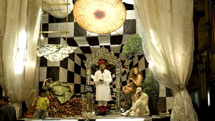 The Imaginarium of Doctor Parnassus Stills Sony Pictures Classics 2009 Verne Troyer Andrew Garfield Christopher Plummer Lily Cole Heath Ledger