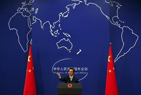China&#39;s Foreign Ministry spokesman Hong Lei asks journalists for questions during a news conference in Beijing July 7, 2011. REUTERS/David Gray