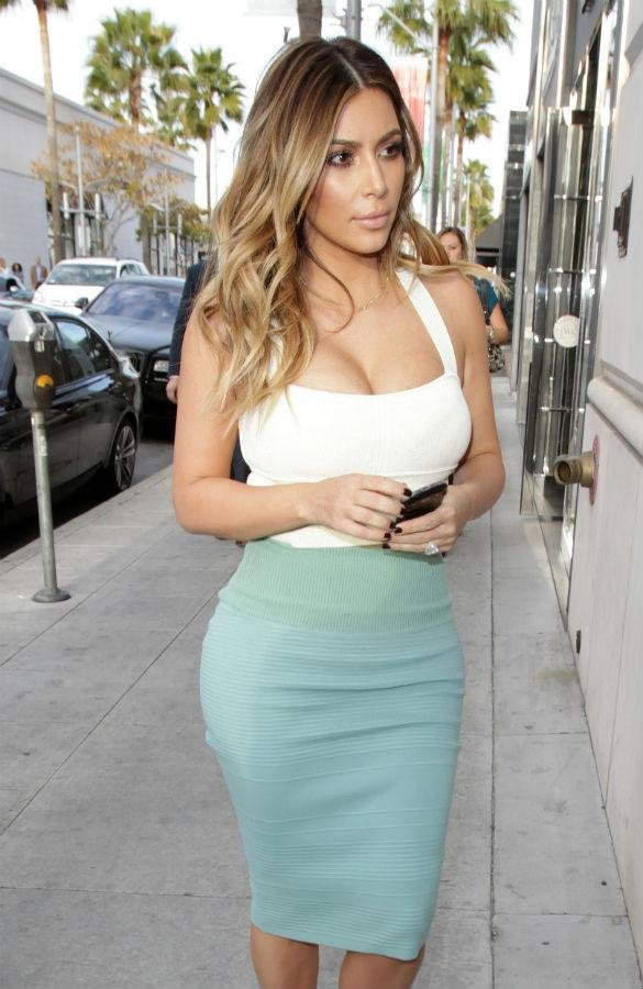 Kim Kardashian was worried about the stretch marks on her boobs    Khloe Kardashian Stretch Marks