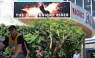 Un cine de Hollywood (California) anuncia el pase de &#39;The Dark Knight Rises&#39;, el 20 de julio pasado. La ltima pelcula sobre las aventuras de Batman, &#39;The Dark Knight Rises&#39; (&#39;El caballero oscuro: La leyenda renace&#39;) , sigue liderando las taquillas. (AFP/Archivos | Frederic J. Brown)