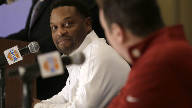 Texas A&M head coach Kevin Sumlin, left,  looks over to Oklahoma head coach Bob Stoops during a news conference leading up to the Cotton Bowl NCAA college football game Wednesday, Jan. 2, 2013, in Irving, Texas. Before Sumlin became a successful head coach, he was on Stoops' staff at Oklahoma. Before that, they were both assistant coaches recruiting the same area. Now Sumlin takes his Texas A&M team against Stoops' Sooners in a Jan. 4th Cotton Bowl matchup of former Big 12 rivals that are both 10-2. (AP Photo/LM Otero)