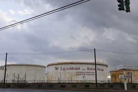 U.S. states, Rockefellers clash with U.S. House panel on Exxon climate probes